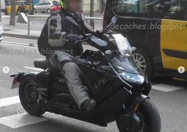 BMW Definition CE 04. Le prime foto in strada dello scooter elettrico
