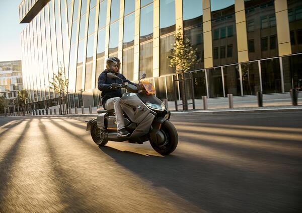 Nuovo BMW CE 04: rivoluzione silenziosa