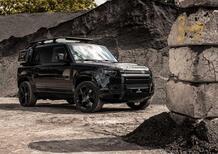 Total Black in stile 007 per Land Rover Defender by Heritage Customs