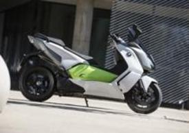 Con il C evolution BMW debutta nel segmento  elettrico con un maxi scooter