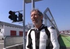 Nico Cereghini durante una pausa dei test con la Ducati