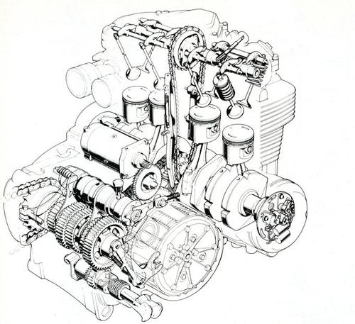 """Il quadricilindrico in linea della 500 aveva la distribuzione monoalbero con comando a catena collocata centralmente. La trasmissione primaria era """"mista"""", con una catena silenziosa e una coppia di ingranaggi. L'albero a gomiti lavorava su bronzine"""