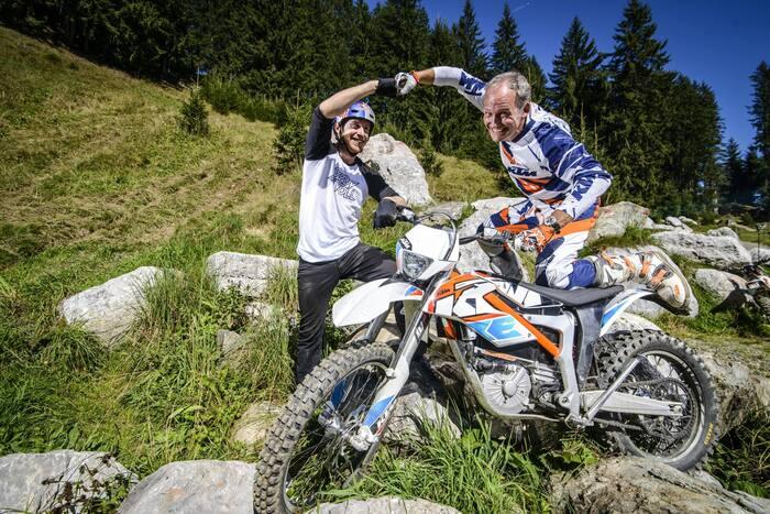 Joachim con Danny MacSkill, campione di bici trial e testimonial della Freeride E