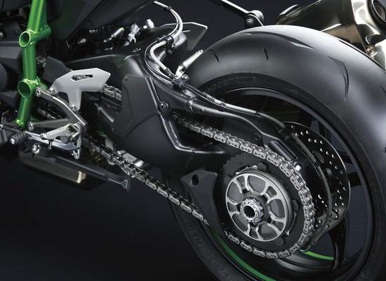 Il forcellone monobraccio, prima assoluta su una Kawasaki