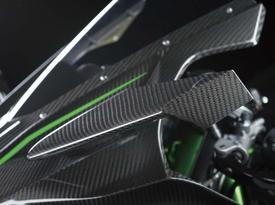Winglets in fibra di carbonio prendono il posto degli specchietti