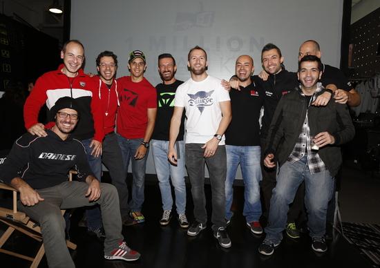 Dainese night: gamma D-air 2015, piloti SBK e Valentino Rossi's leather suit