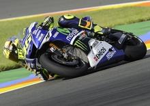 Rossi conquista la pole position a Valencia