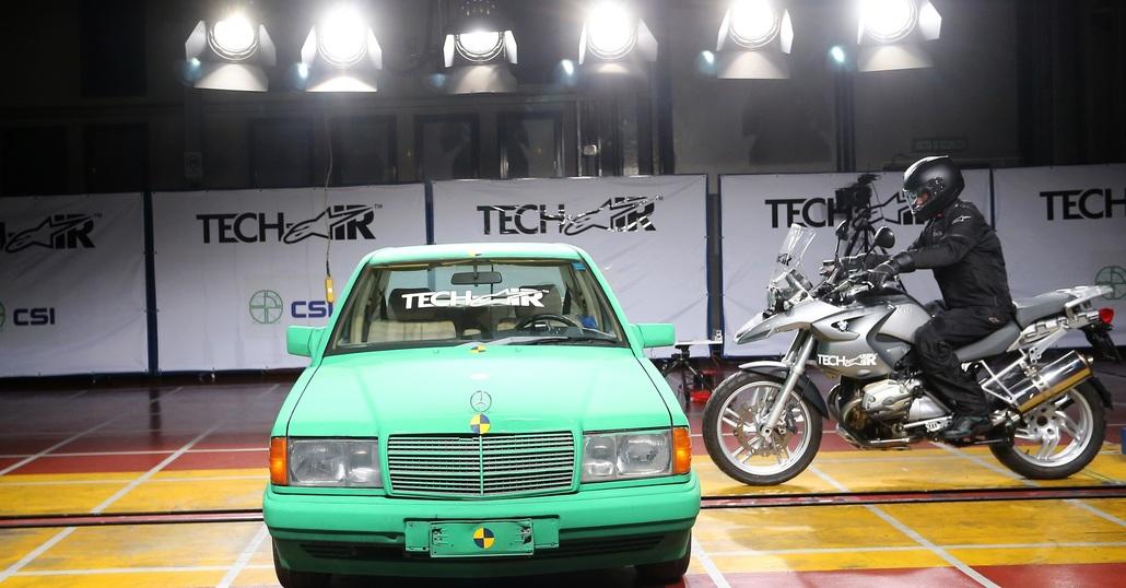 Tech-Air Street: l'airbag Alpinestars anche per i motociclisti stradali. Il crash test