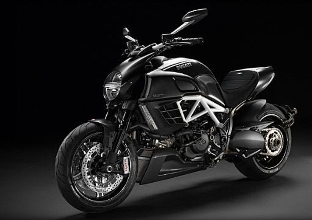 Ducati Diavel AMG (2012) (2)