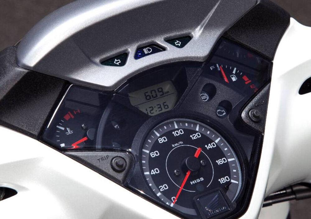 Honda SH 300 i ABS (2013 - 14) (4)