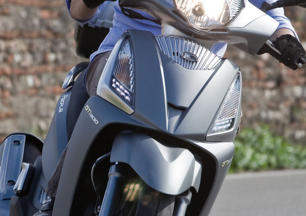 Kymco People GT 300i (2010 - 17) (2)