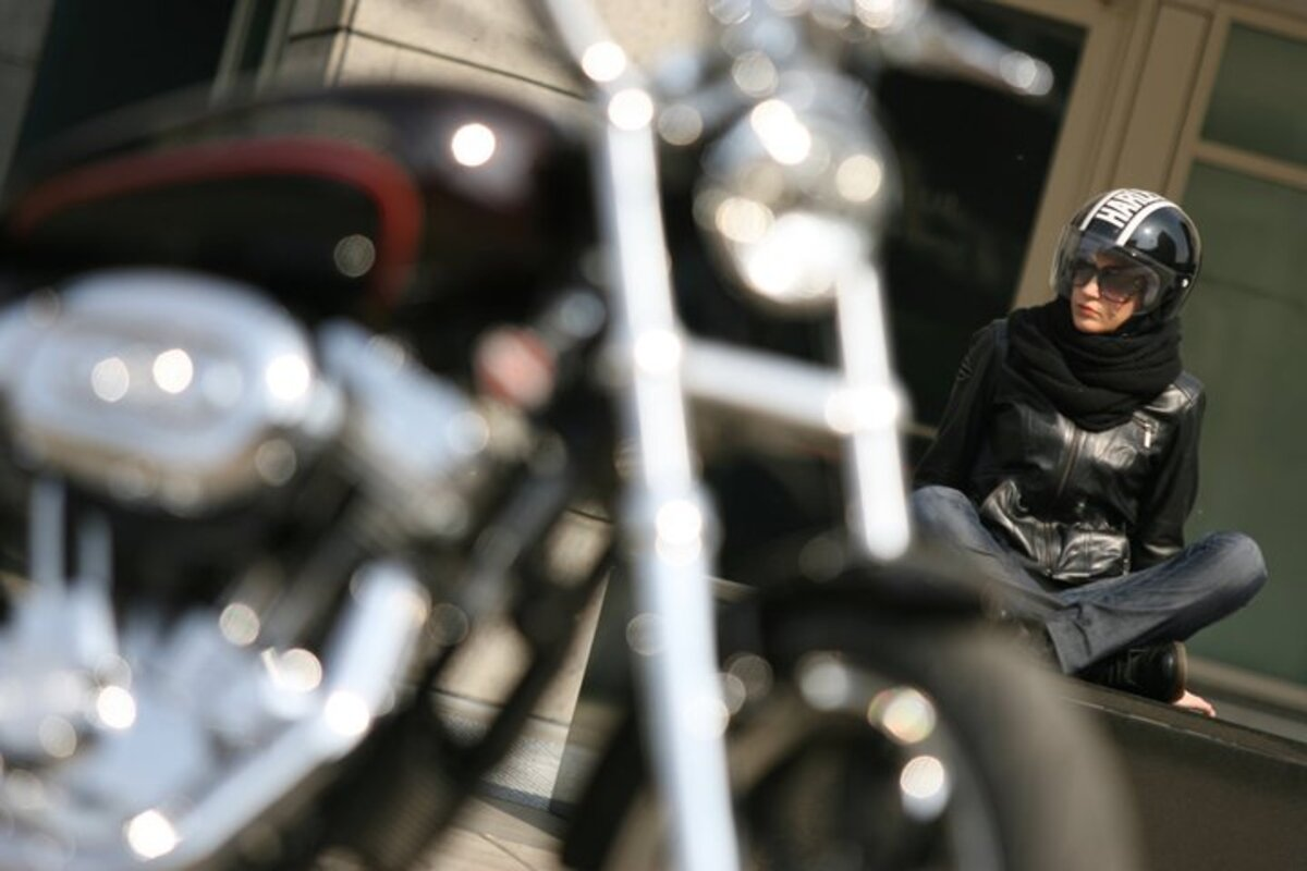 Donne In Moto Sempre Belle Ma In Sicurezza Accessori Moto It