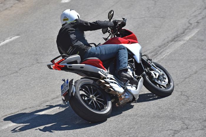 La nuova MV è comoda e ospitale. Ma non disdegna la guida sportiva, dove entusiasma grazie al motore e alla ciclistica a punto