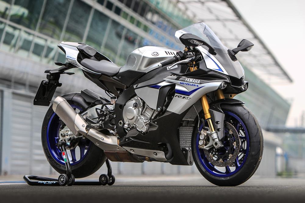 Sovrastrutture in fibra di carbonio per la Yamaha YZF-R1M