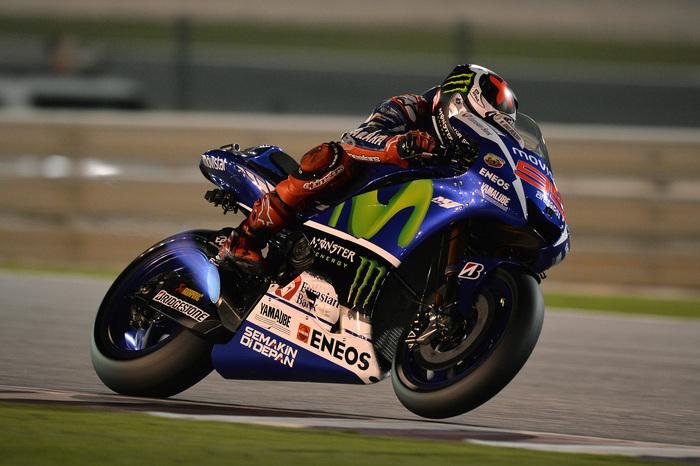 Jorge Lorenzo, firmatario del centesimo titolo Akrapovic con l'iride MotoGP 2015