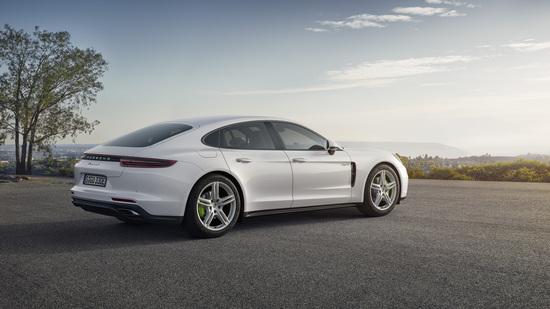 3,4 secondi per lo 0-100 con la nuova Porsche Panamera hybrid