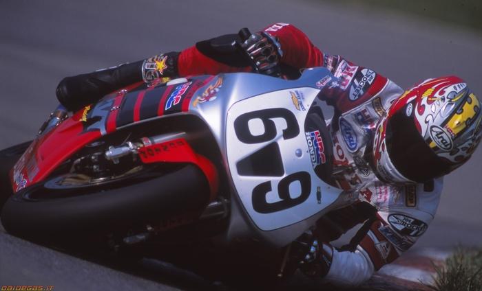 Hayden in sella alla Honda VTR (o RC51, come era nota negli USA) con cui vinse il titolo nel 2002 interrompendo il dominio di Mat Mladin
