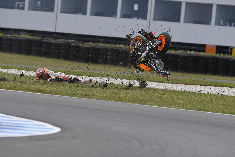 MotoGP, Australia 2016. FOTO - La caduta di Márquez