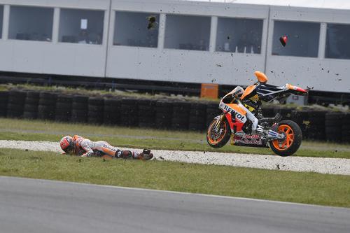 MotoGP, Australia 2016. FOTO - La caduta di Márquez  (3)