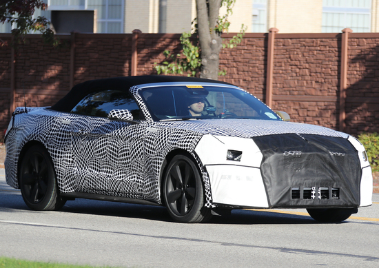 Ford Mustang Convertible restyling 2018: le prime foto spia
