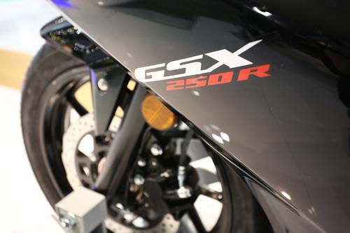Suzuki GSX250R 2017 ad Eicma 2016: foto e dati (5)