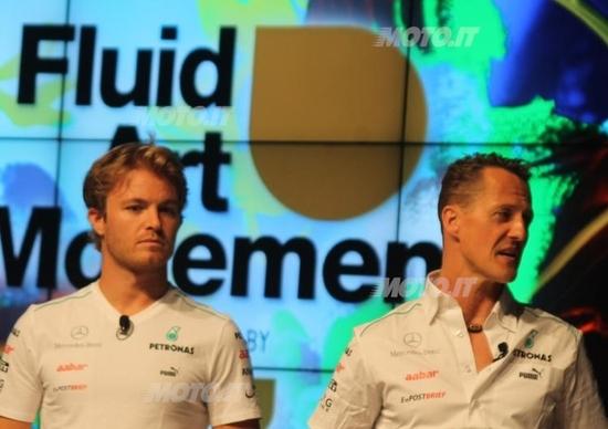 """Petronas festeggia i 100 anni con """"Fluid Art Movement"""""""