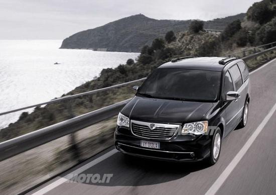 Lancia Voyager: ora con 2.8 diesel da 178 CV e V6 Pentastar da 283 CV
