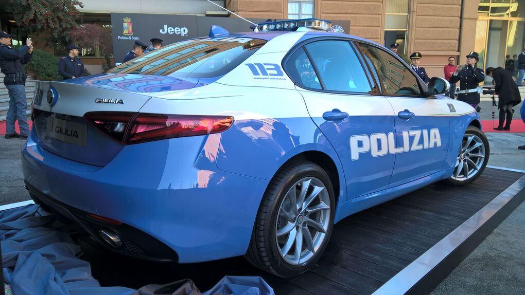 alfa romeo  la giulia veloce alla polizia di stato