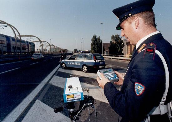 Autovelox: sanzione non valida se il verbale non indica l'avviso di rilevazione di velocità