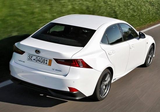Lexus IS Hybrid: le sensazioni di guida al volante dell'ibrido
