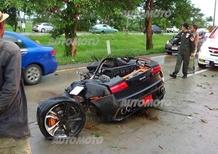Lamborghini Gallardo si spezza dopo un urto: illeso il guidatore