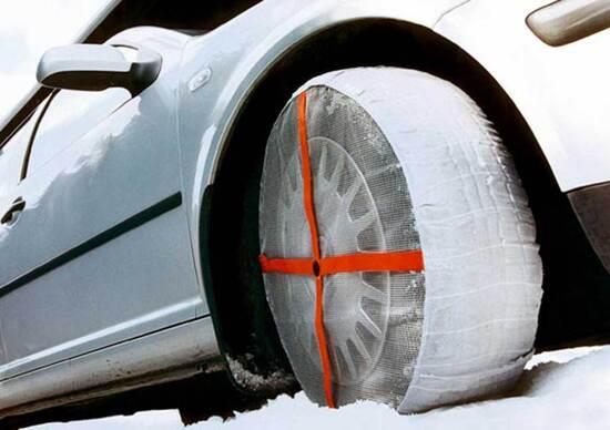 Filosofia della tecnica, calze da neve. Si possono usare o si rischia la multa?