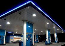 Petrolio e coerenza: oro nero in picchiata, benzina alle stelle. Qualcosa non torna