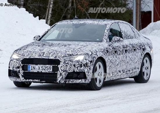 Nuova Audi A4: il muletto svela il design dei fari led