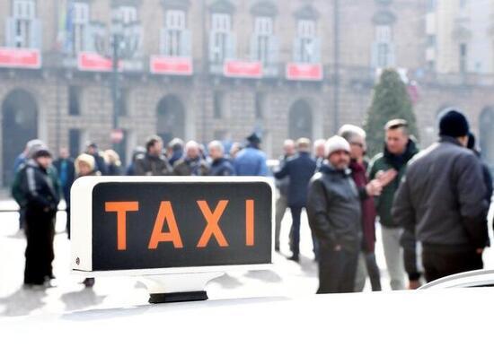 Taxi: sciopero nazionale il 24 marzo. Stop di 14 ore