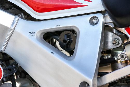 Il rubinetto della benzina: altro dettaglio dimenticato sulle moto moderne