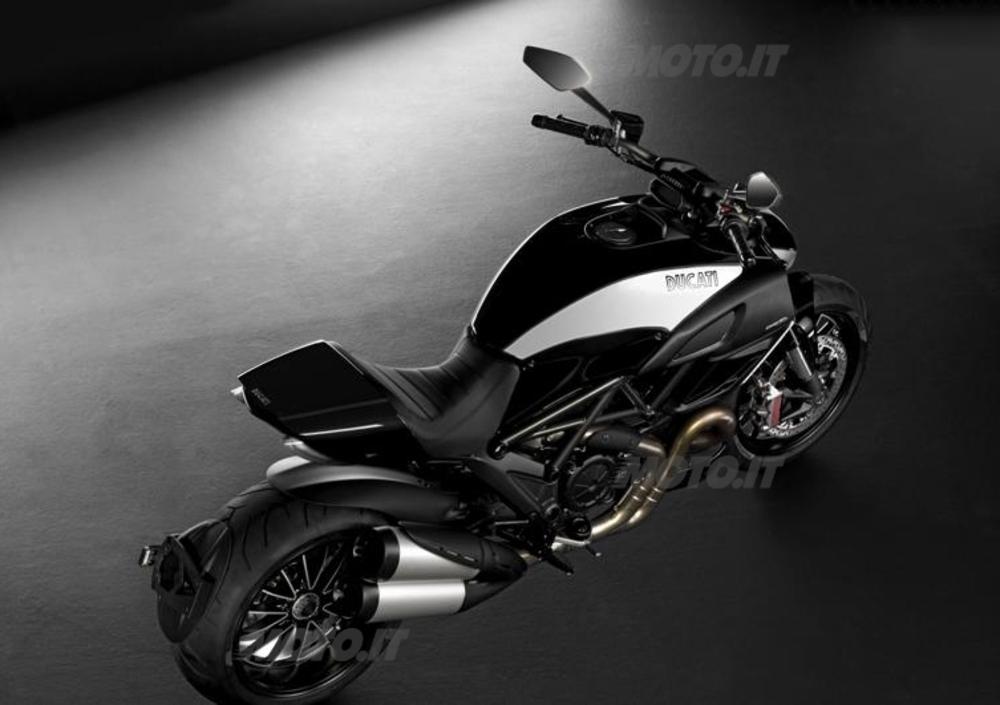 Ducati Diavel Cromo (2012) (2)