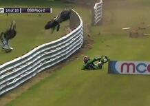 BSB Oulton Park: collisione fra Haslam e Ellison (Video)